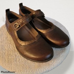 Beautiful Leather Earth Mary Jane shoes, size 10